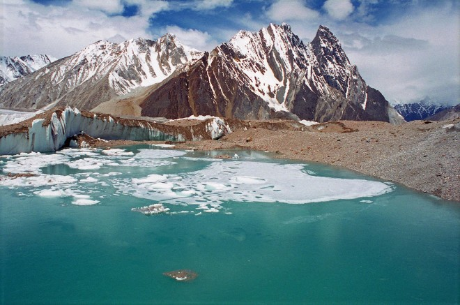 Best-Places-in-Pakistan-Green-Glacial-Lake-On-Upper-Baltoro-Glacier-With-Mitre-Peak-Behind